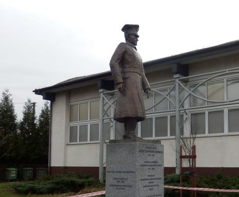 pomnik-w-lusowie-juz-stoi - www.tarnowo-podgorne.pl