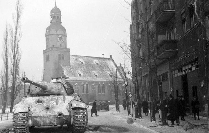 pantera na rynku wildeckim 1945