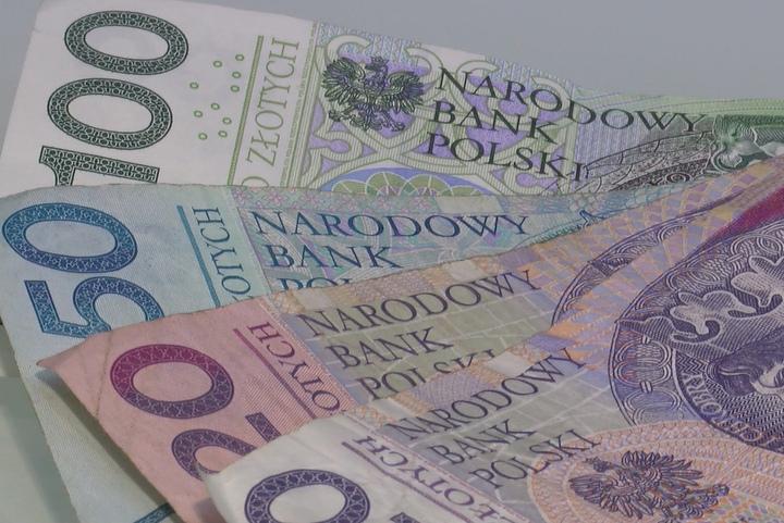 kieszonkowe pieniądze banknoty - Newsrm.tv
