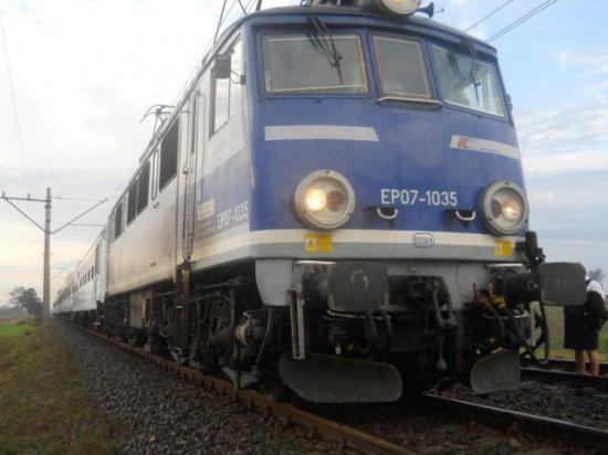pociąg stoi na torach - Straż Pożarna Poznań