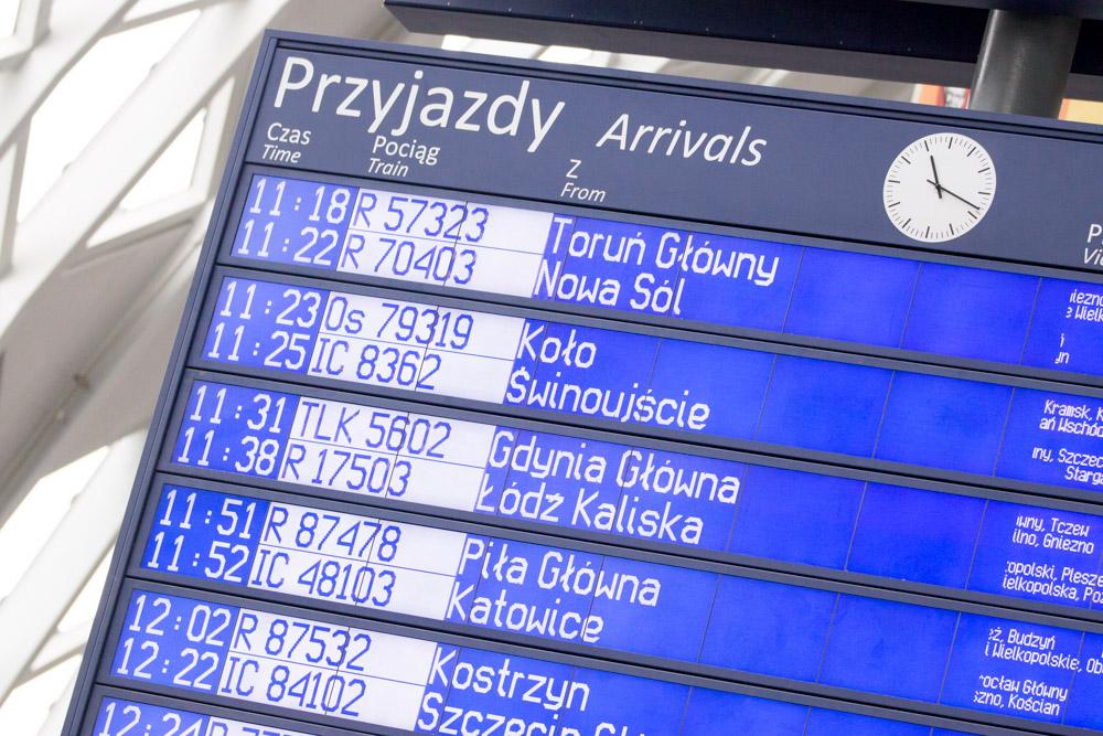 Dworzec PKP Poznań Główny tablica przyjazdy - Anna Adamczyk