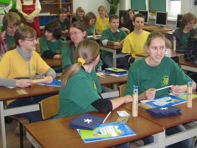 Uczniowie w klasie, ekologiczni - Anna Skoczek