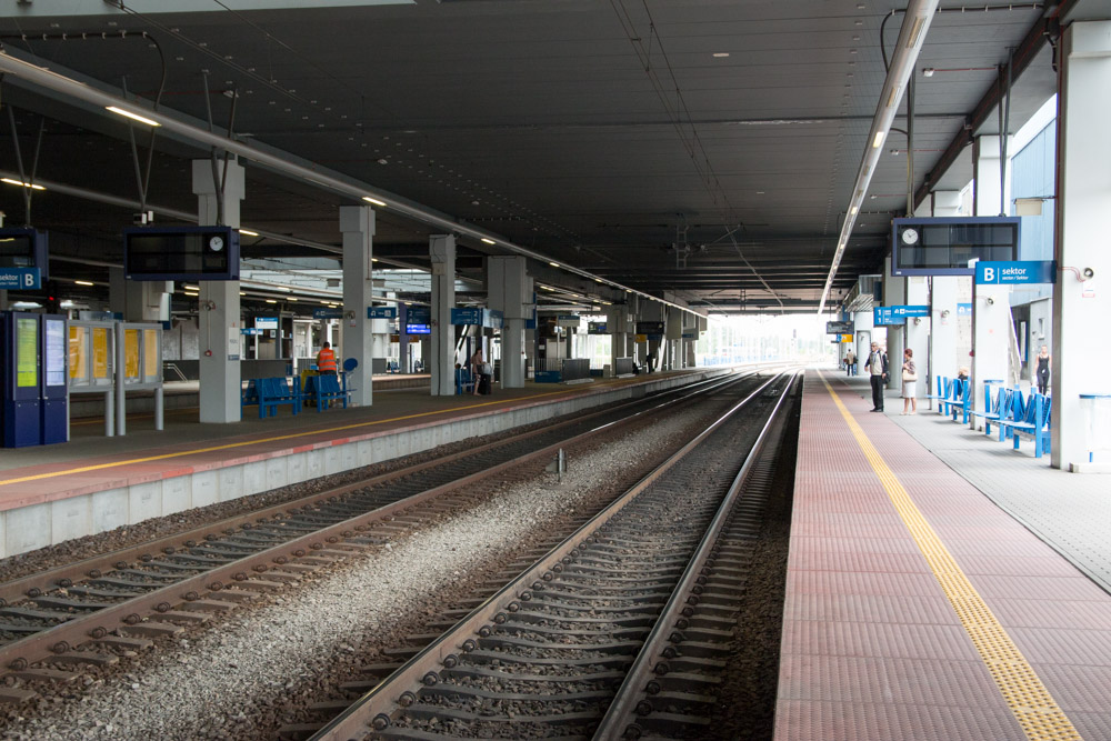 dworzec główny tor kolejowy - Anna Adamczyk