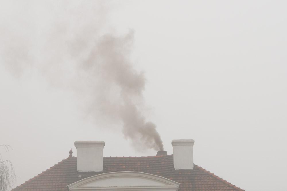 dym z komina smog powietrze - Leon Bielewicz