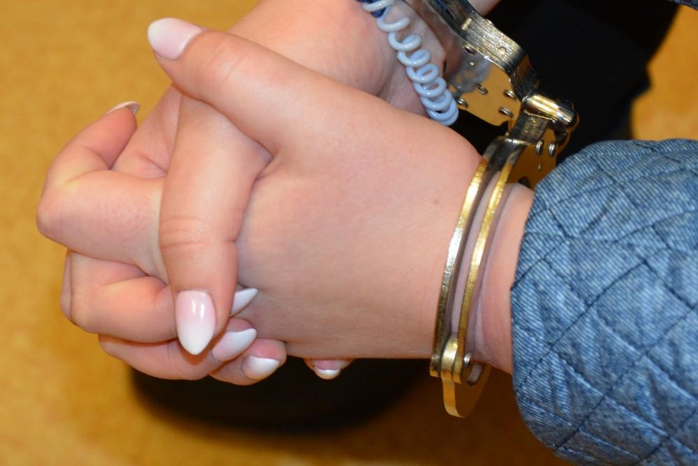 oszustka matrymonialna kobieta w kajdankach - Policja Poznań