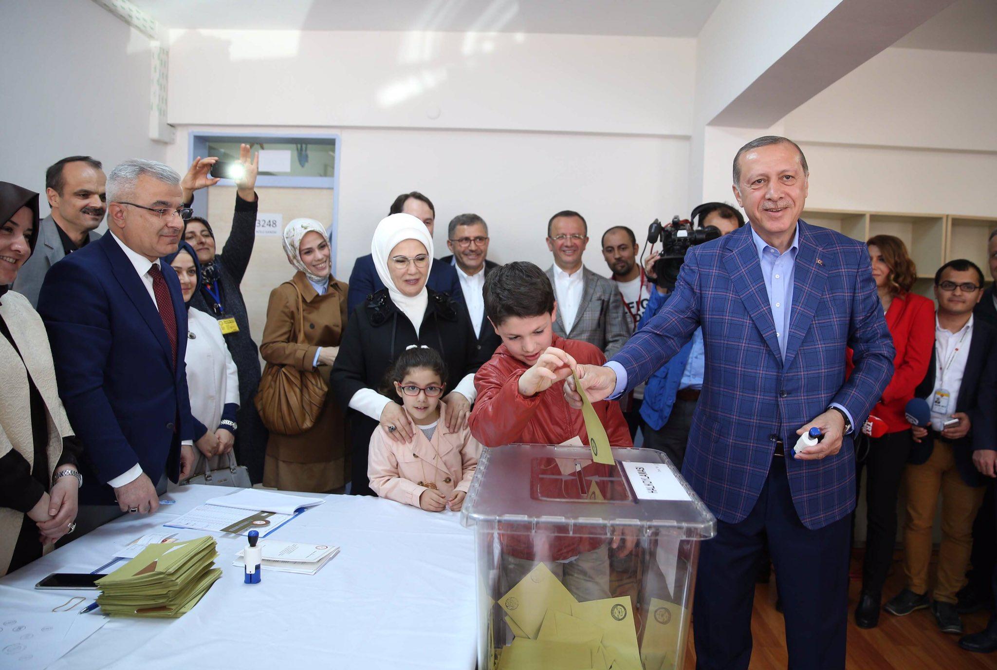 erdogan wrzuca - RT Erdogan/twitter