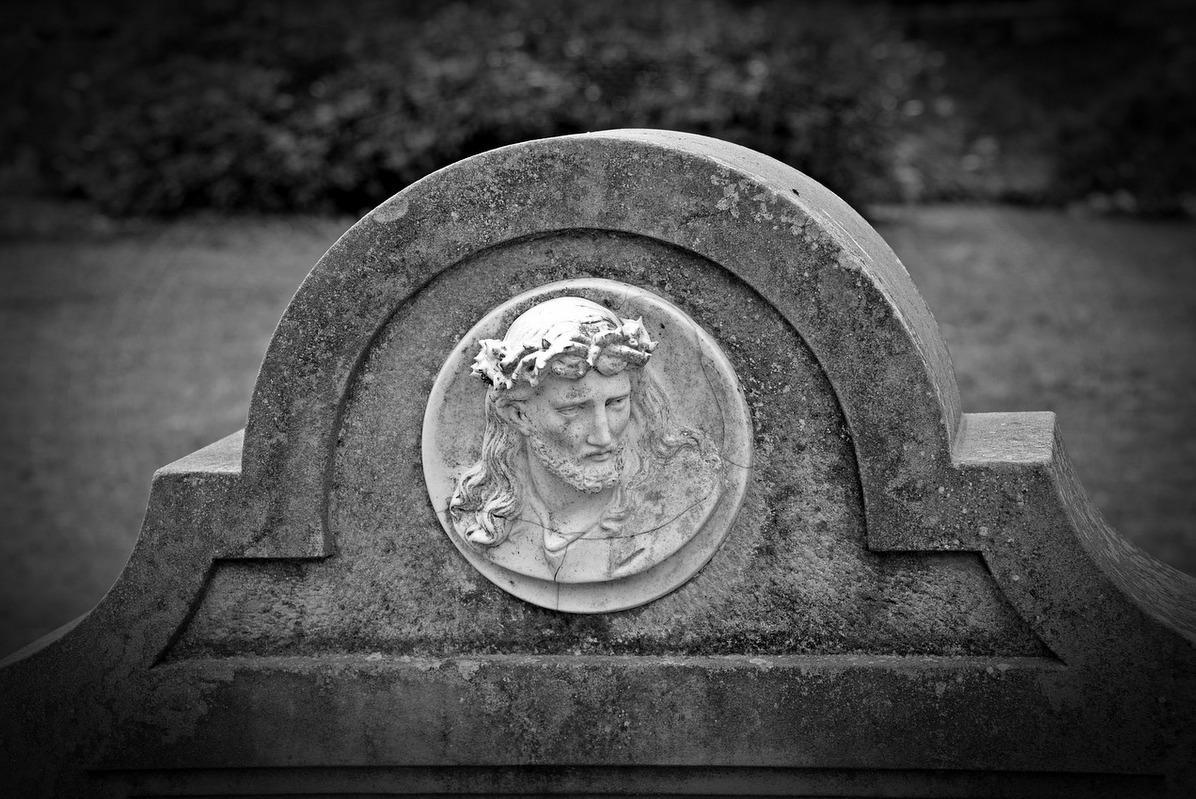 pogrzeb nagrobek cmentarz śmierć - pixabay