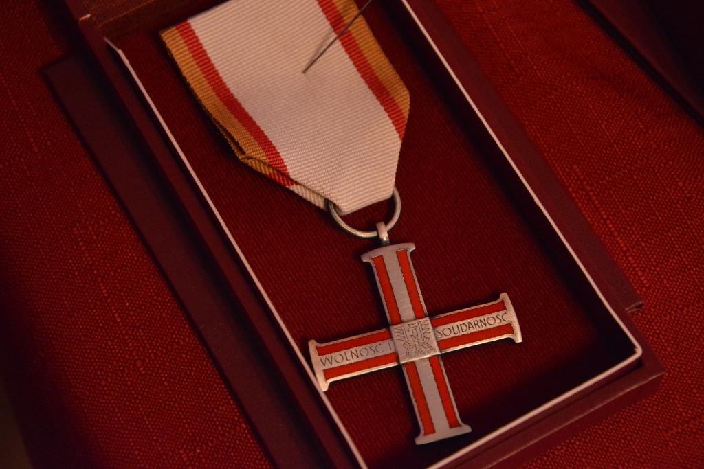 wręczenie krzyża wolności i solidarności - Wielkopolski Urząd Wojewódzki