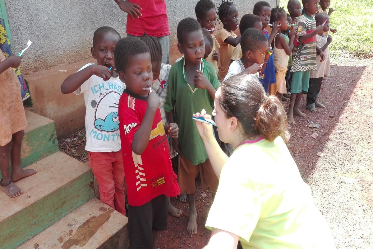 Afryka Redemptoris Missio szczoteczki dentysta pomoc - Redemptoris Missio