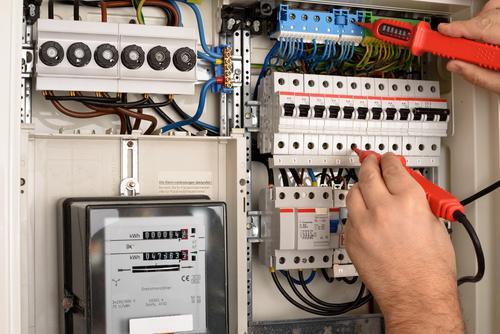 prąd energia naprawa - Fotolia