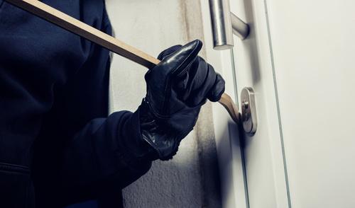 włamywacz włamanie złodziej - Fotolia