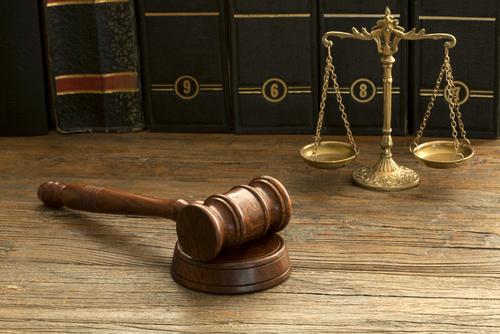sąd wyrok kodeksy prawo - Fotolia