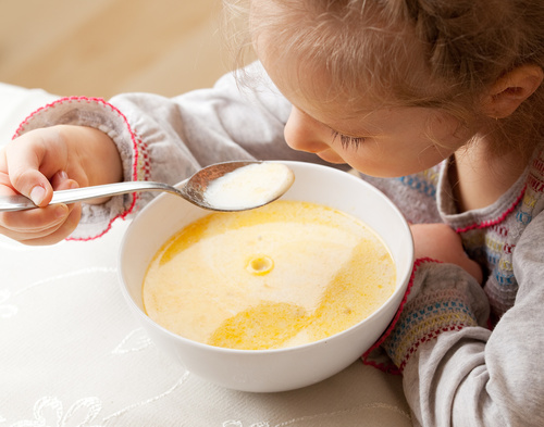 dzieci posiłek dożywianie - Fotolia