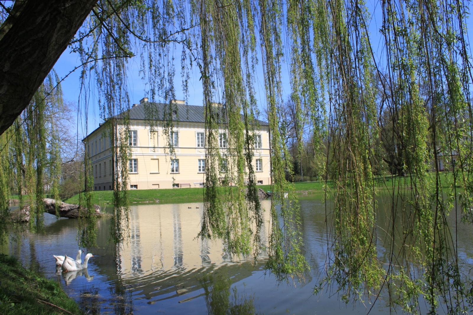 pałac park Dobrzyca - Muzeum Ziemiaństwa w Dobrzycy Zespół Pałacowo - Parkowy