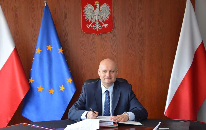 wojewoda Zbigniew Hoffmann biurko podpis - Wielkopolski Urząd Wojewódzki