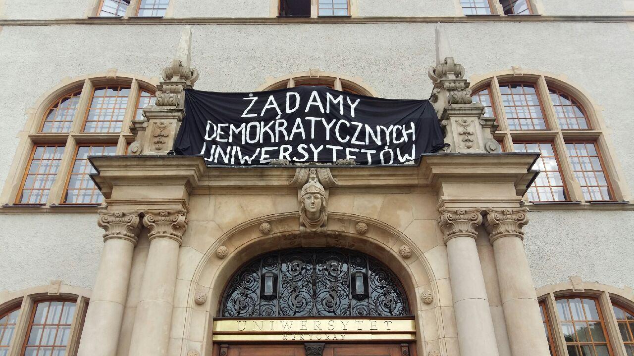 protest uam studenci student sen materac podłoga (2) - Magda Konieczna