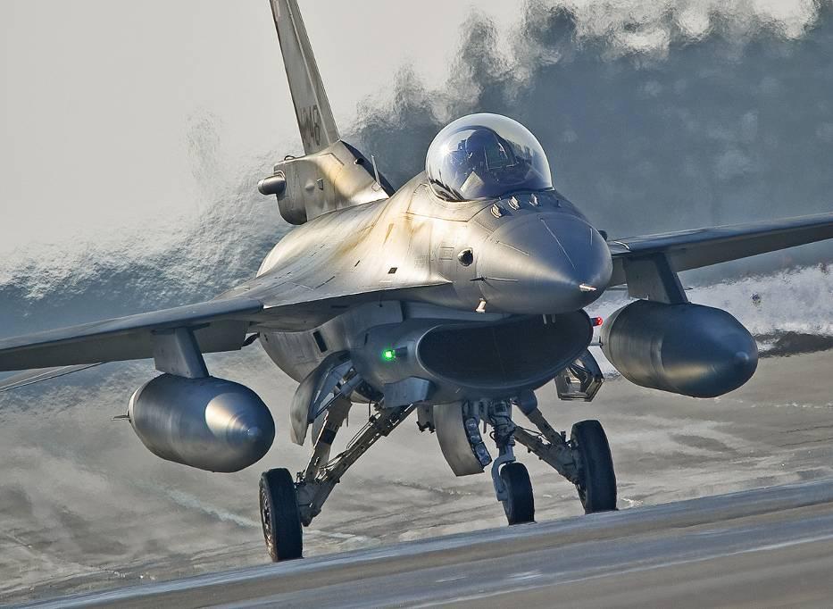 F16 - (poznan.naszemiasto.pl)