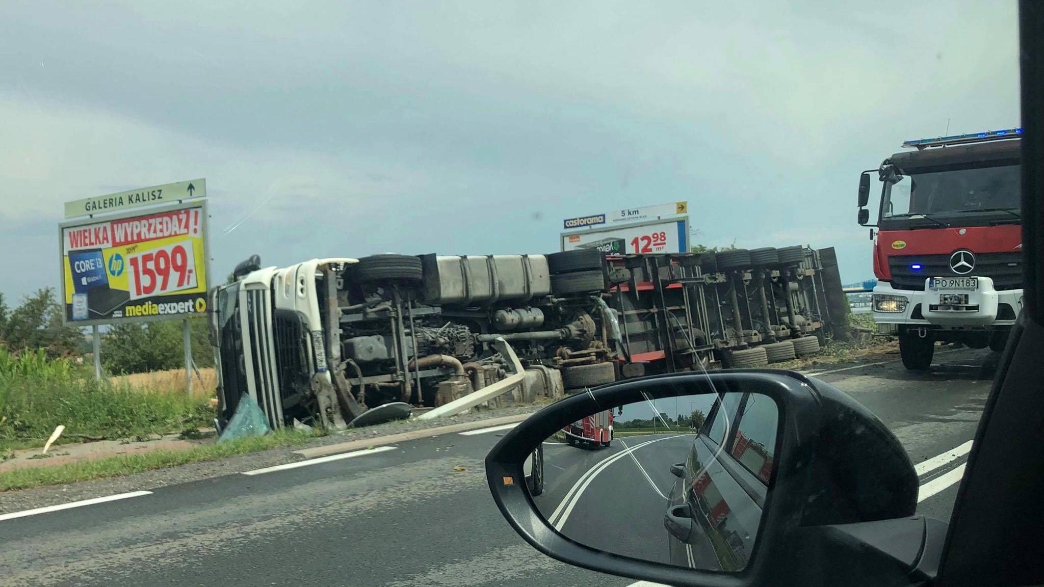 przewrócona ciężarówka z paletami poznańska kalisz - Kalisz24.info Facebook