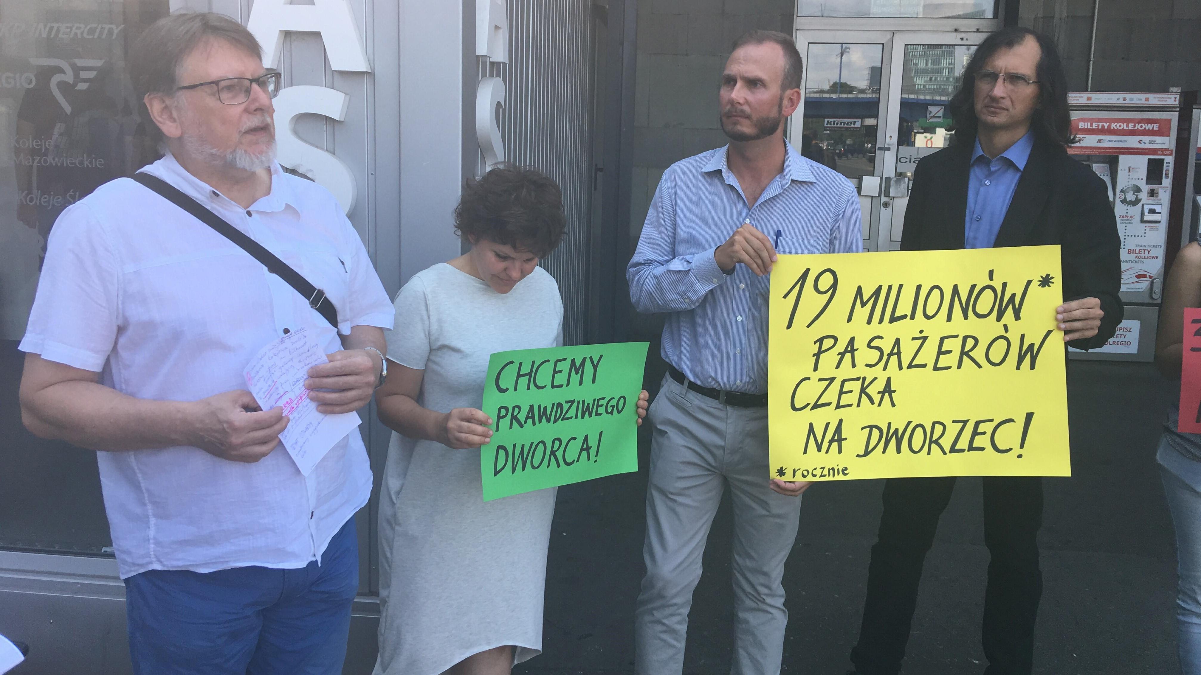protest społeczników na dworcu PKP Poznań - Jacek Butlewski