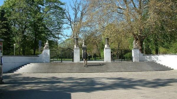 park wilsona brama wejście poznań - CC: Wikipedia Commons: Radomil talk