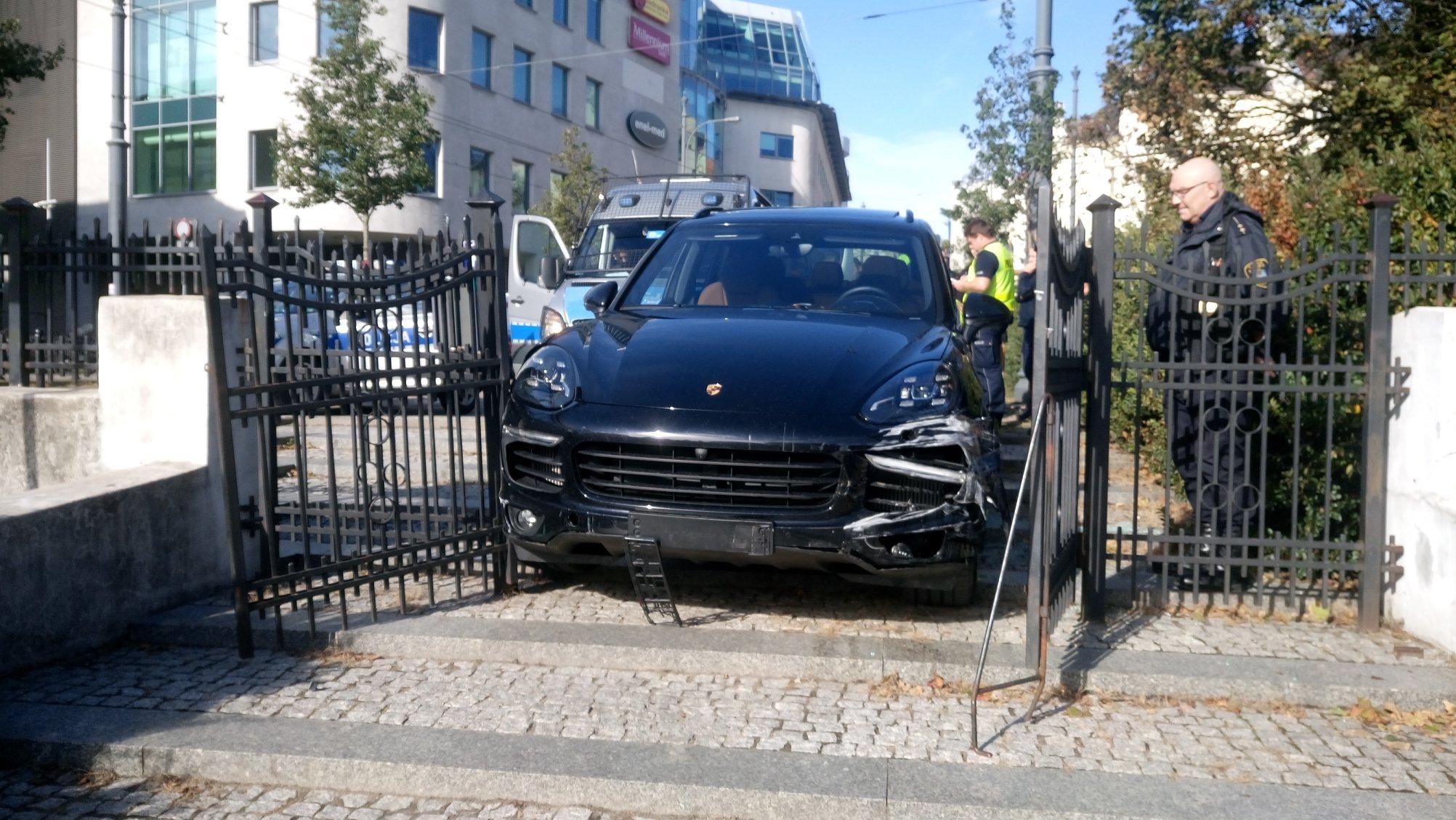 Uciekał Porsche przed policją - FB: Straż Miejska Miasta Poznania