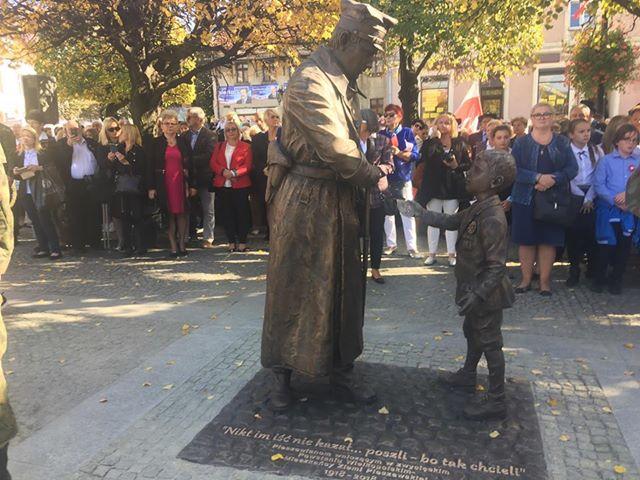 pomnik-pleszew1 - Danuta Synkiewicz