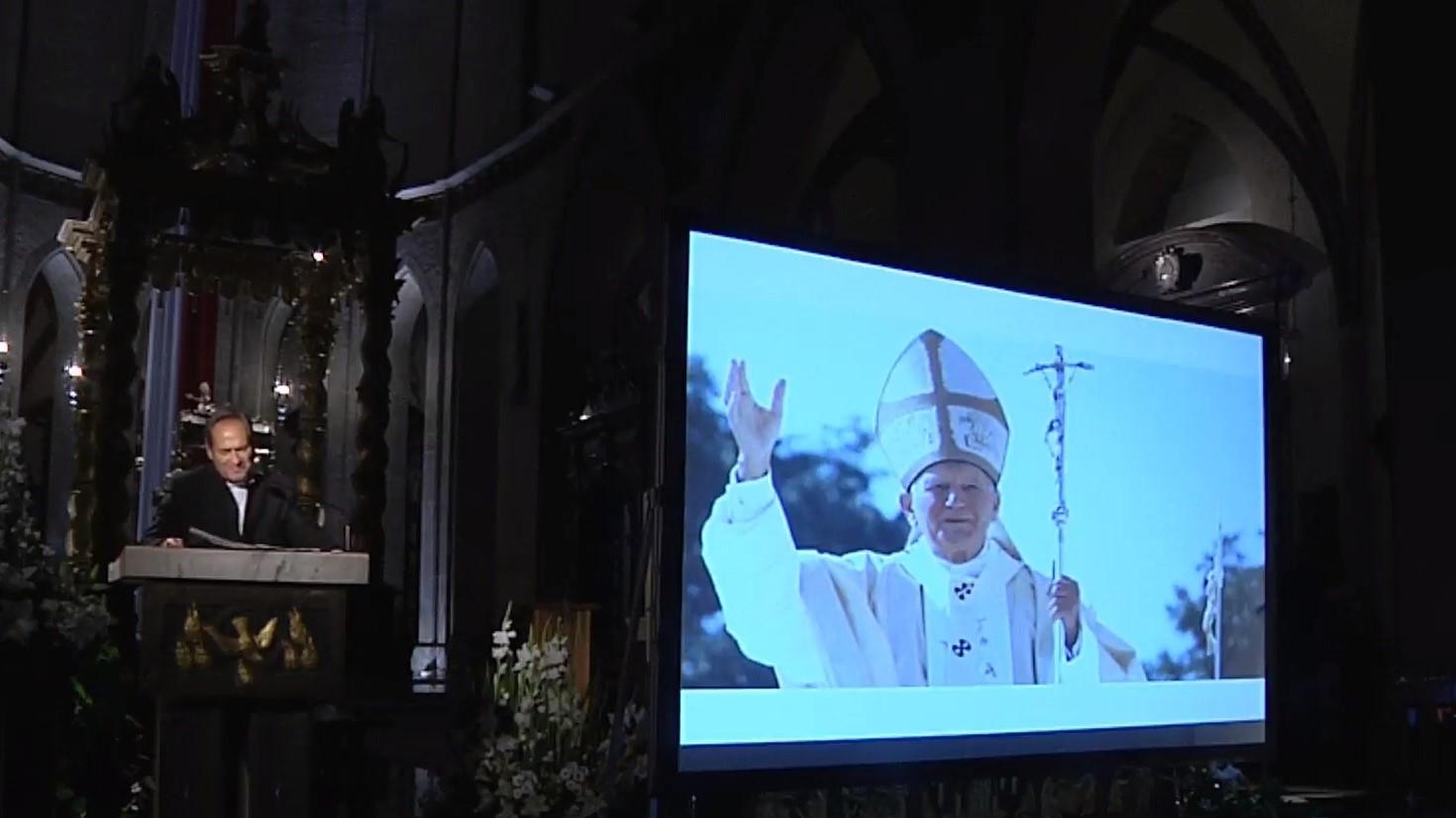 katedra gniezno spektakl papież dar i tajemnica - YT: Archidiecezja Gnieźnieńska