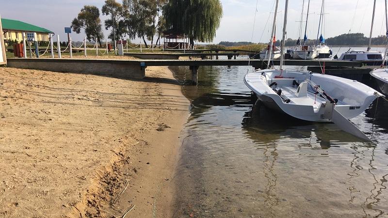 jezioro powidzkie niski stan wody - Sławomir Zasadzki