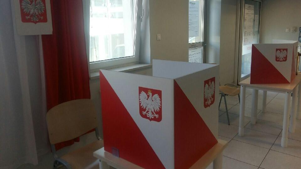 stanowiska do głosowania wybory - Magdalena Konieczna
