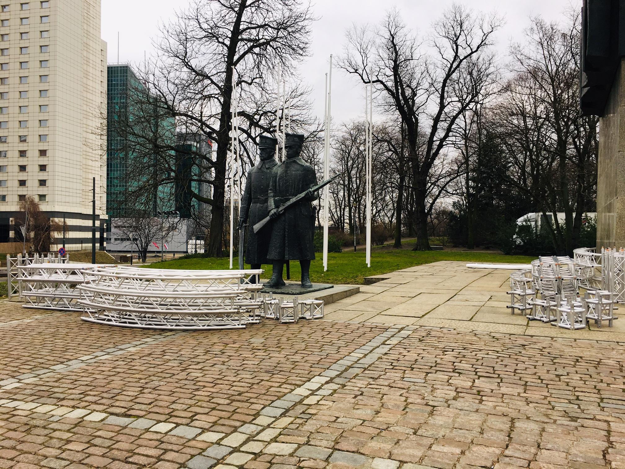 przygotowania pomnik Powstańców Wielkopolskich - Adam Michalkiewicz - Radio Poznań