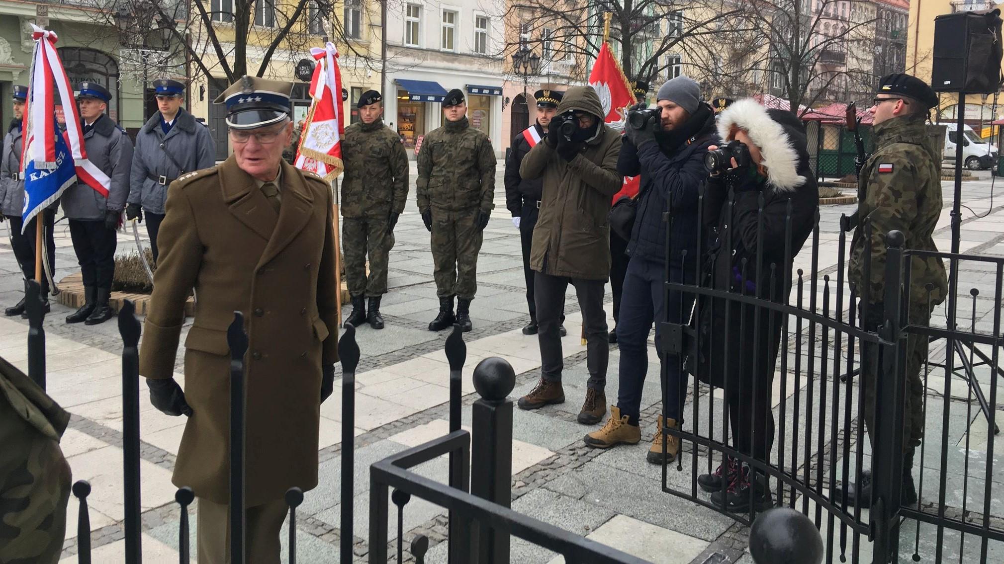 kalisz ratusz rocznica wojny kwiaty - Danuta Synkiewicz - Radio Poznań