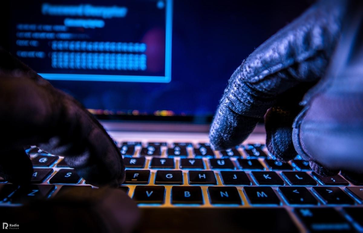 komputer haker przemoc bezpieczeństwo - Szymon Mazur