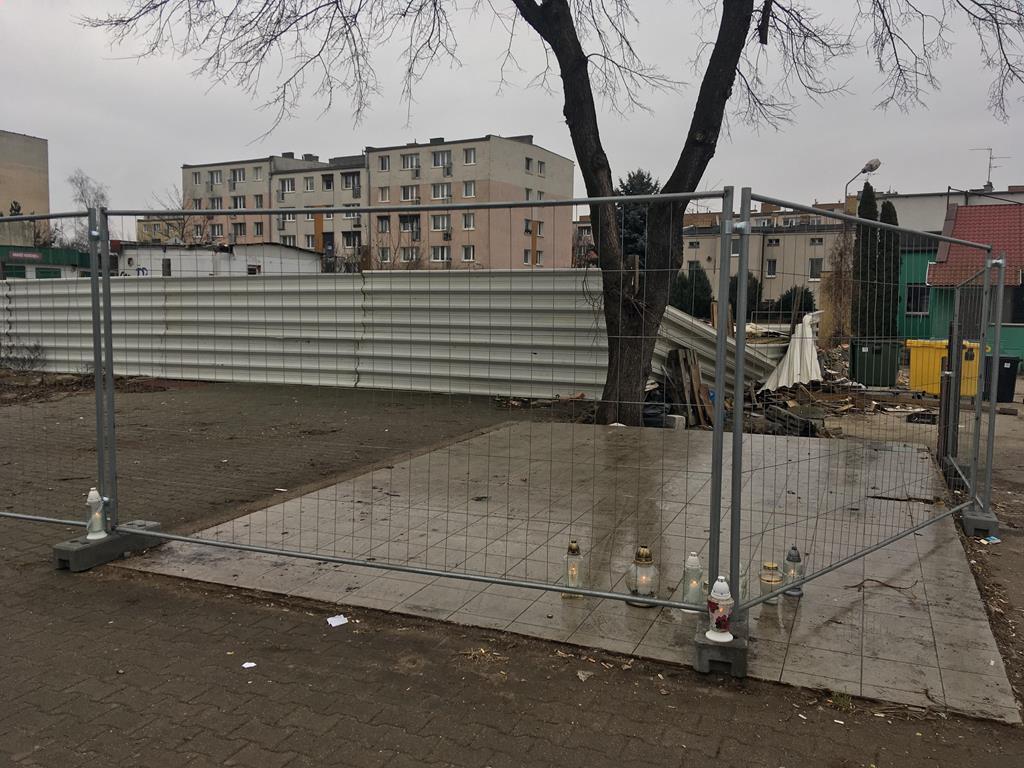 rok od tragegii na dębcu znicze - Adam Michalkiewicz
