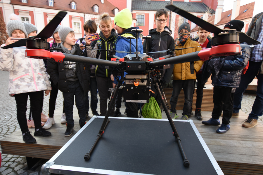kontrola powietrza smog dron - Wojtek Wardejn