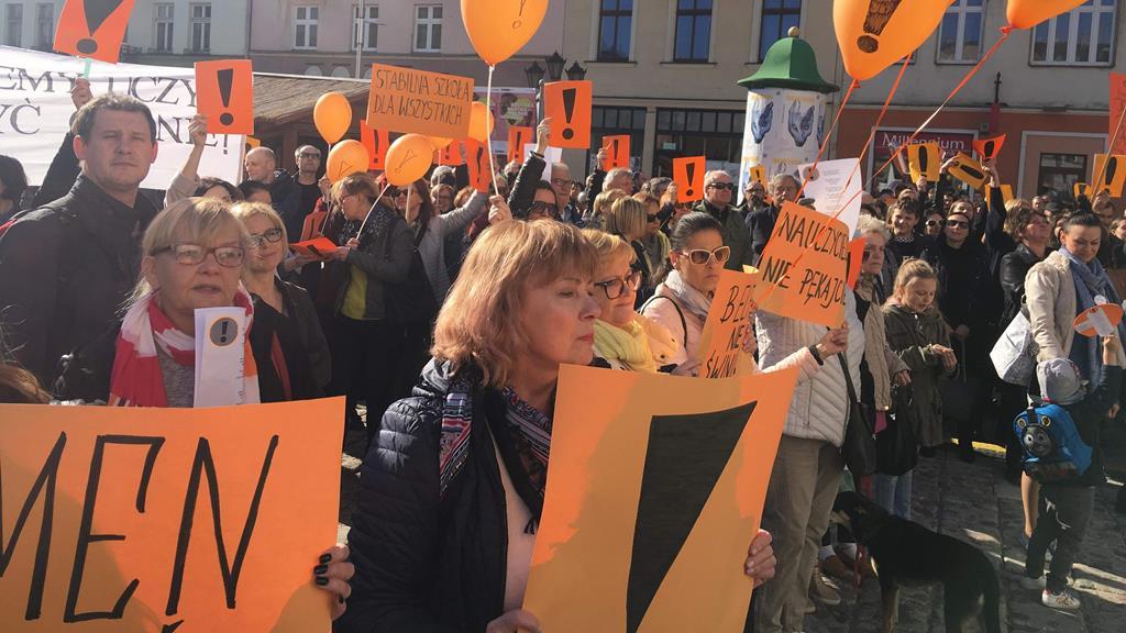 Kalisz poparcie dla strajku nauczycieli  - Danuta Synkiewicz