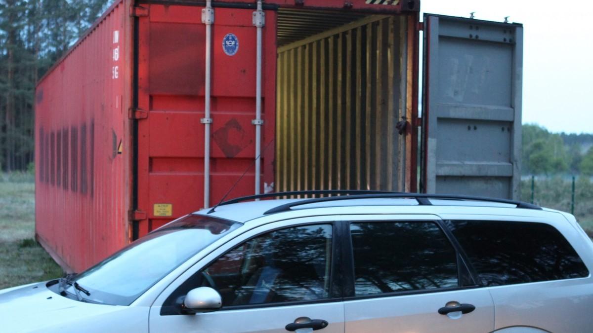 złodzieje aut kontener las - Wielkopolska Policja