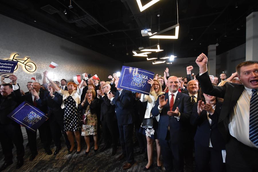 sztab wyborzy pis wybory do europarlamentu - Wojtek Wardejn