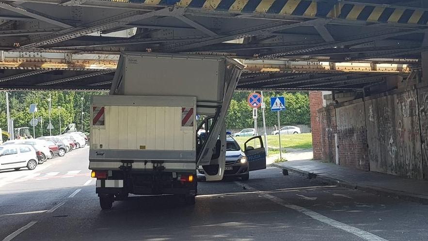 wiadukt al niepodległości samochód dostawczy - Hubert Jach