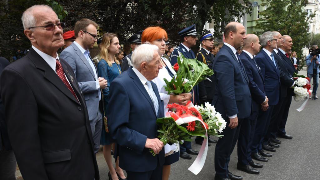 czerwiec uroczystości pomnik poległych - Wojtek Wardejn