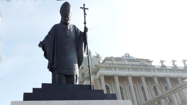 pomnik jana pawła ii licheń - Sławomir Zasadzki