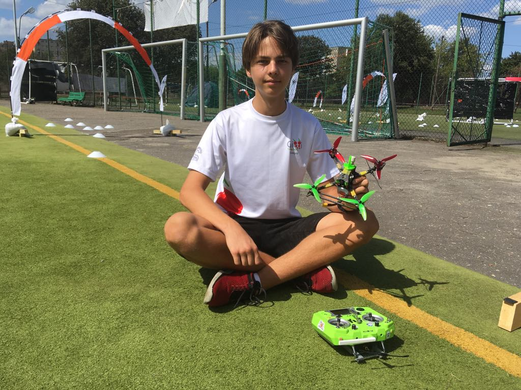 drony wyścigi - Michał Jędrkowiak