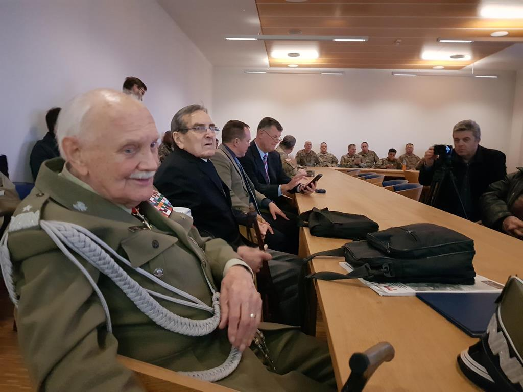 Weterani opowiadają amerykańskim żołnierzom o Powstaniu Warszawskim - Hubert Jach