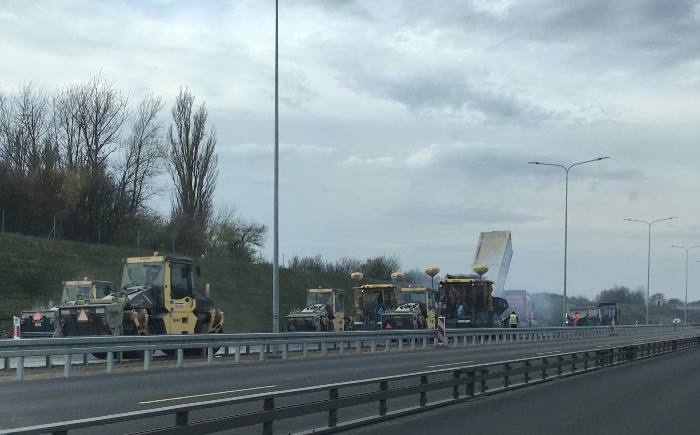 prace na a2 kładzenie asfaltu prace drogowe - Adam Sołtysiak