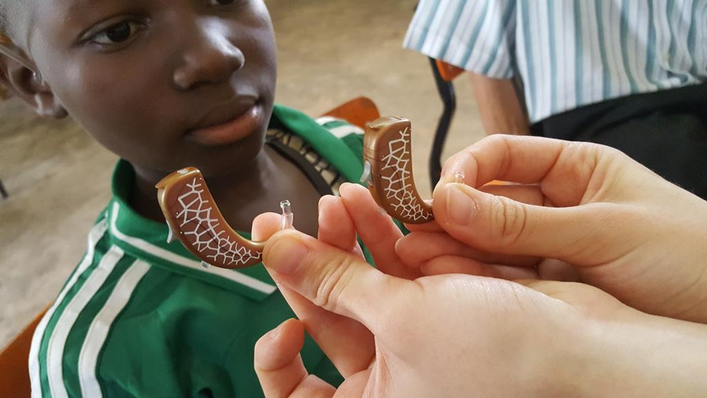 przywrócą dzieciom słuch w kamerunie Redemptoris Missio - Redemptoris Missio