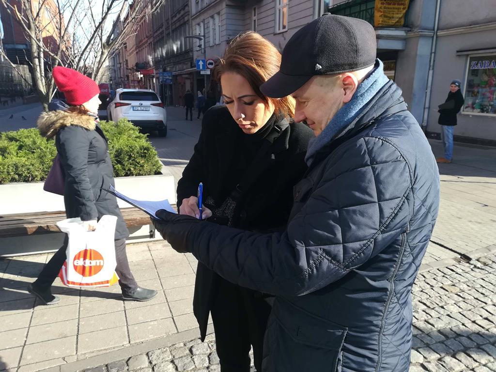 zbieranie podpisów dla andrzeja dudy - Sandra Soluk