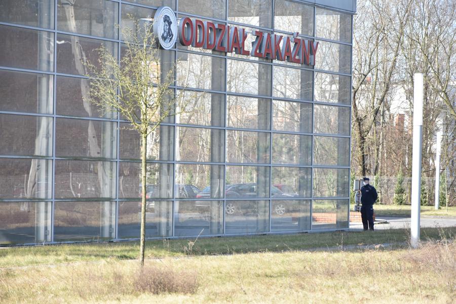 koronawirus szwajcarska poznań szpital - Wojtek Wardejn