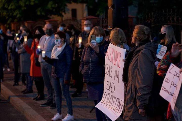 kalisz protest przed kurią diecezjalną - Danuta Synkiewicz