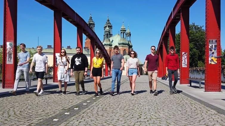 Zachącają rówieśników do manifestowania konserwatywnych poglądów - Forum Młodych PiS Poznań