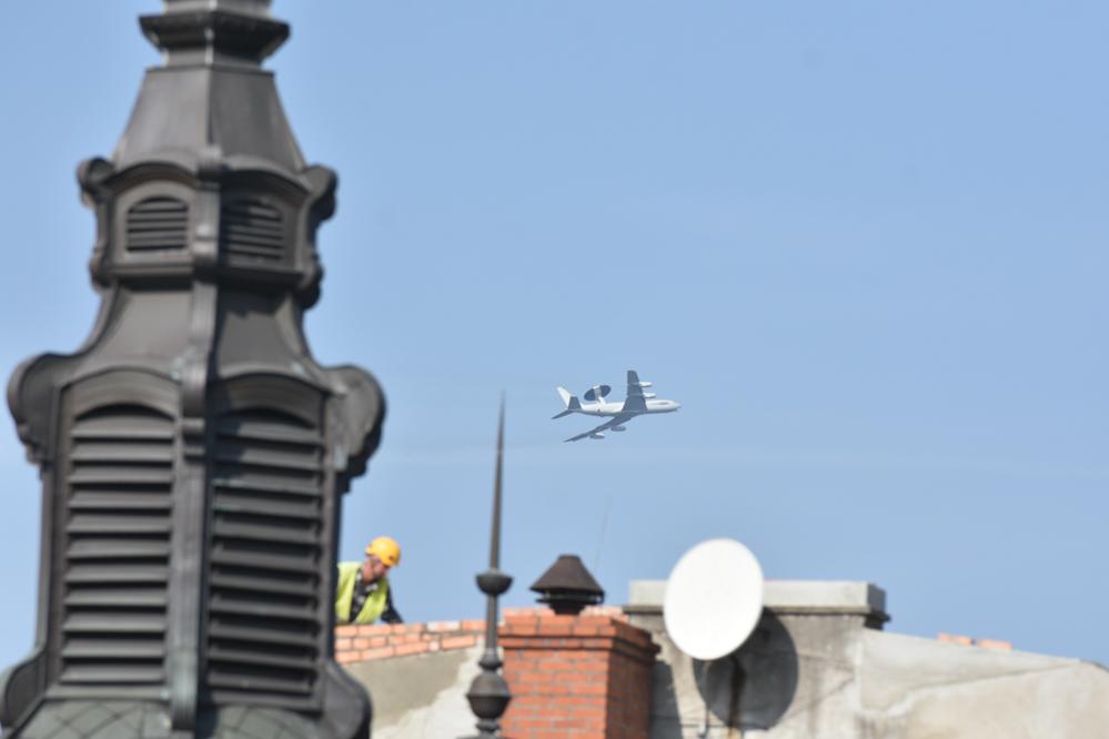avax Amerykański samolot z radarem nad Poznaniem - Wojtek Wardejn