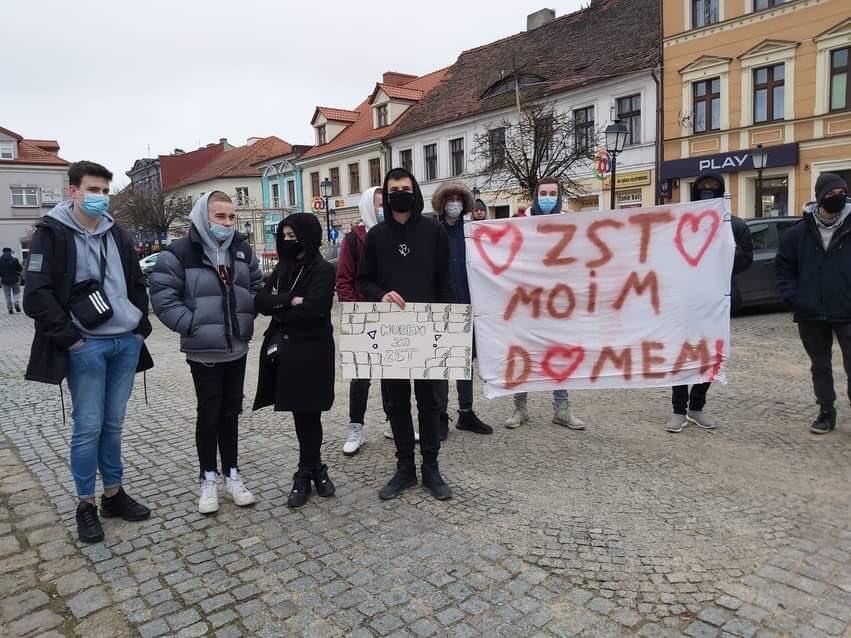 Protest przeciwko zamknięciu szkoły w Koninie - Organizatorzy protestu